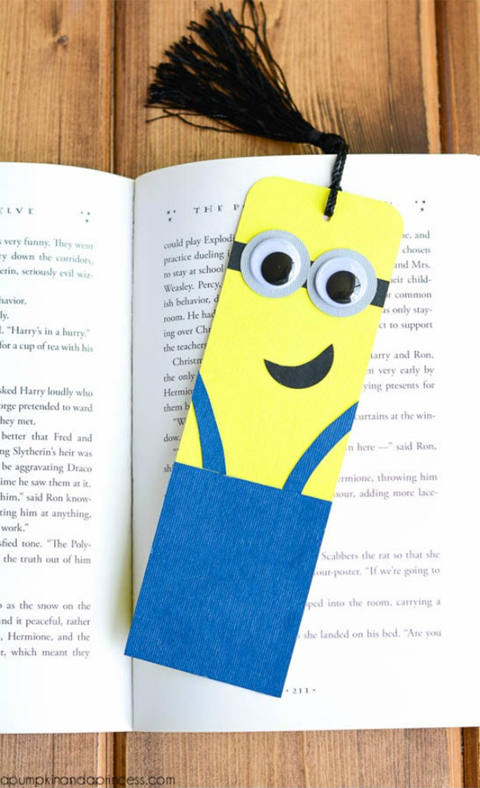 DIY minion bookmark