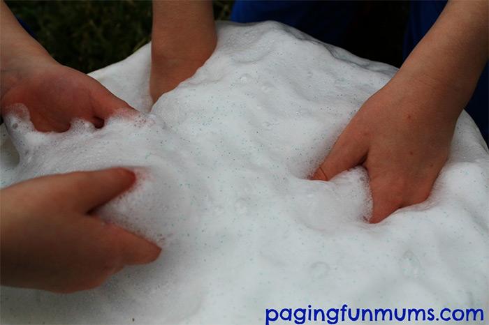 Frozen erupting snow diy